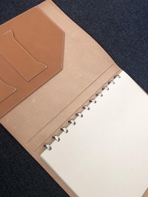 Livre Atoma A4 en cuire couleur cognac