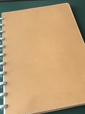 Livre Atoma A4 en cuire couleur British tan